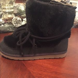 Girls new furry warm black boots